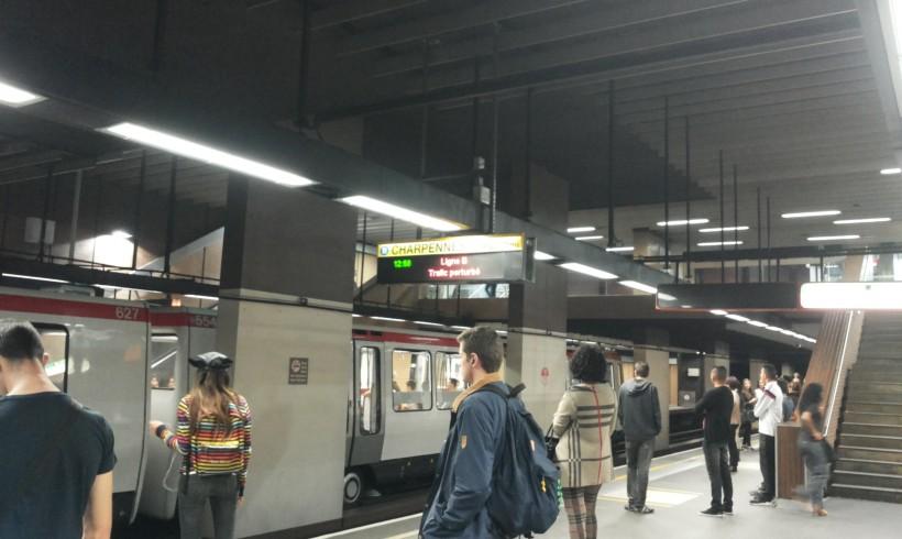 Mobilità precarie. Spazio-tempo e la sfida dell'accessibilità in due città metropolitane europee
