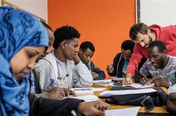 Per proteggere rifugiati e richiedenti asilo dall'esclusione sociale, è indispensabile studiare i fattori di rischio