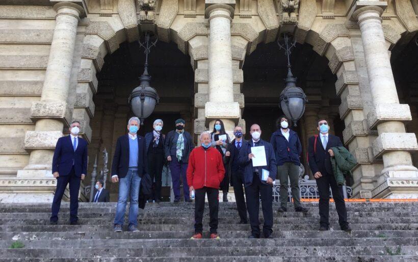I firmatari della proposta di legge di iniziativa popolare contro la propaganda fascista e nazista davanti alla Corte di Cassazione